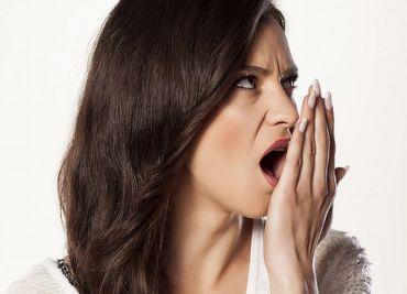 Плохой запах изо рта: причины и профилактика