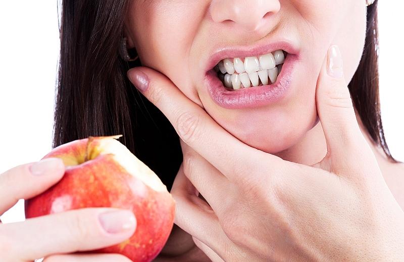 Повышенная чувствительность зубов: причины возникновения и способы устранения